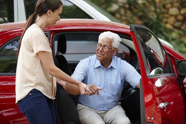Shot of a woman helping her senior father out of the carhttp://195.154.178.81/DATA/istock_collage/a4/shoots/785189.jpg